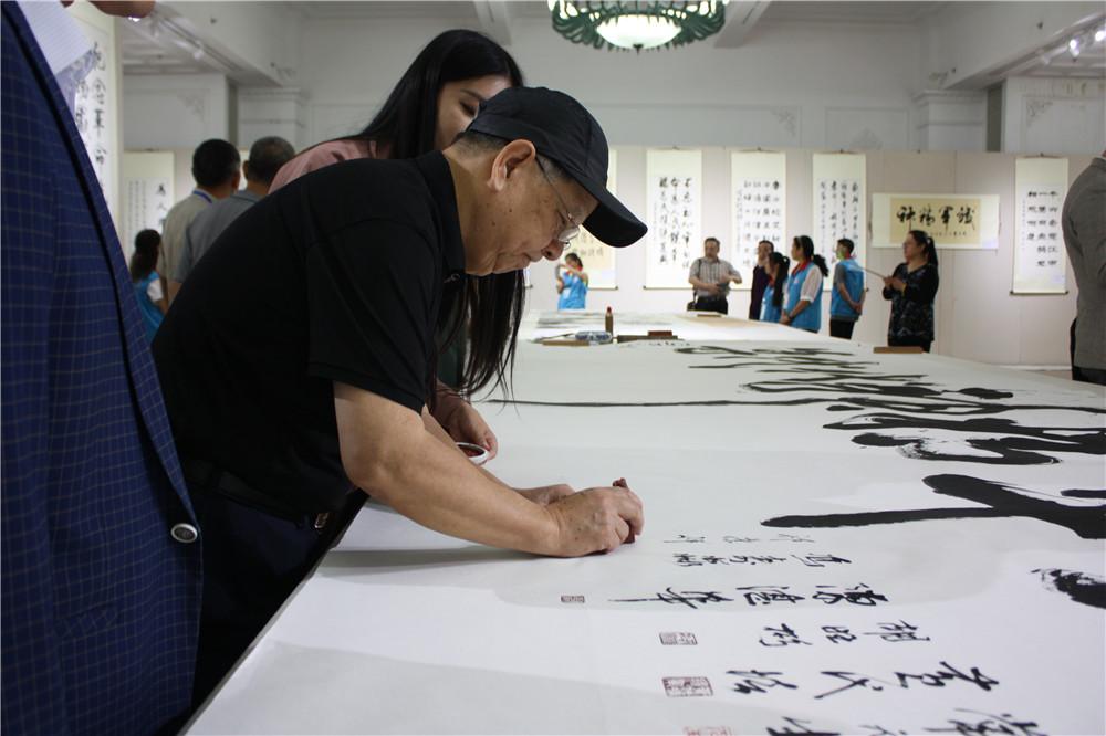 原济南军区副司令兼济空司令员郭玉祥中将签名留念.jpg