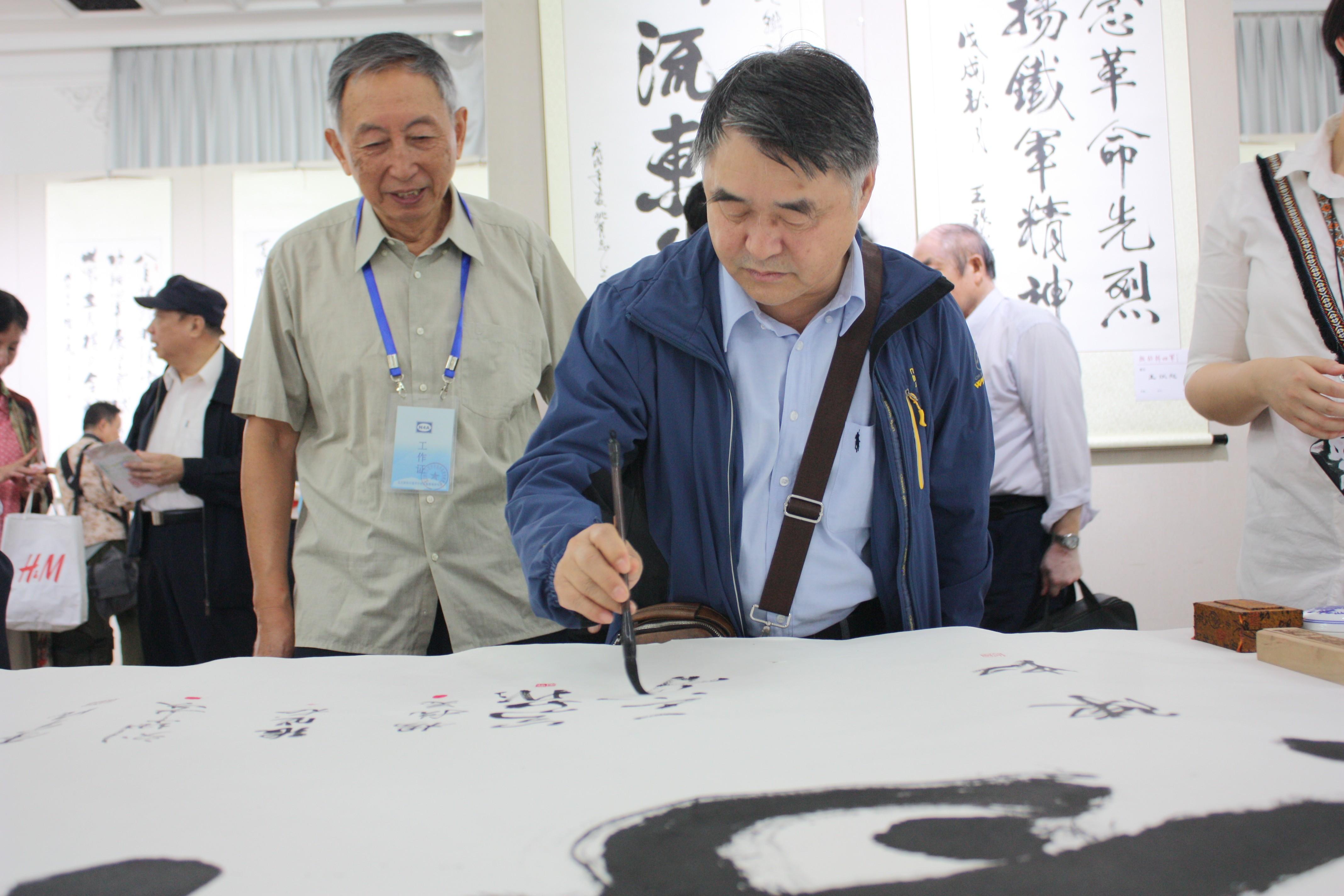北京新四军研究会常务副会长王小戬签名留念.JPG
