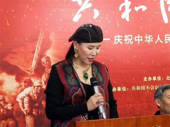 美国加州州立大学荣誉教授、法国艺术家协会会员、中国美术家协会会员王俊英发言.jpg